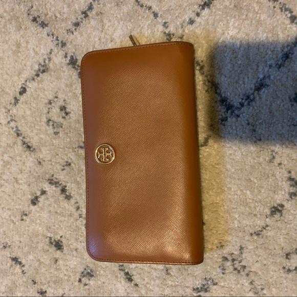 Tory Burch Handbags - Tory Burch camel brown wallet